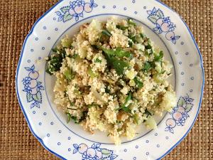 Couscous salade met walnoten en kruiden