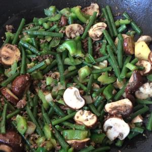 Gehaktschotel met boontjes en groene paprika
