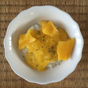 zoete rijst met mangosaus