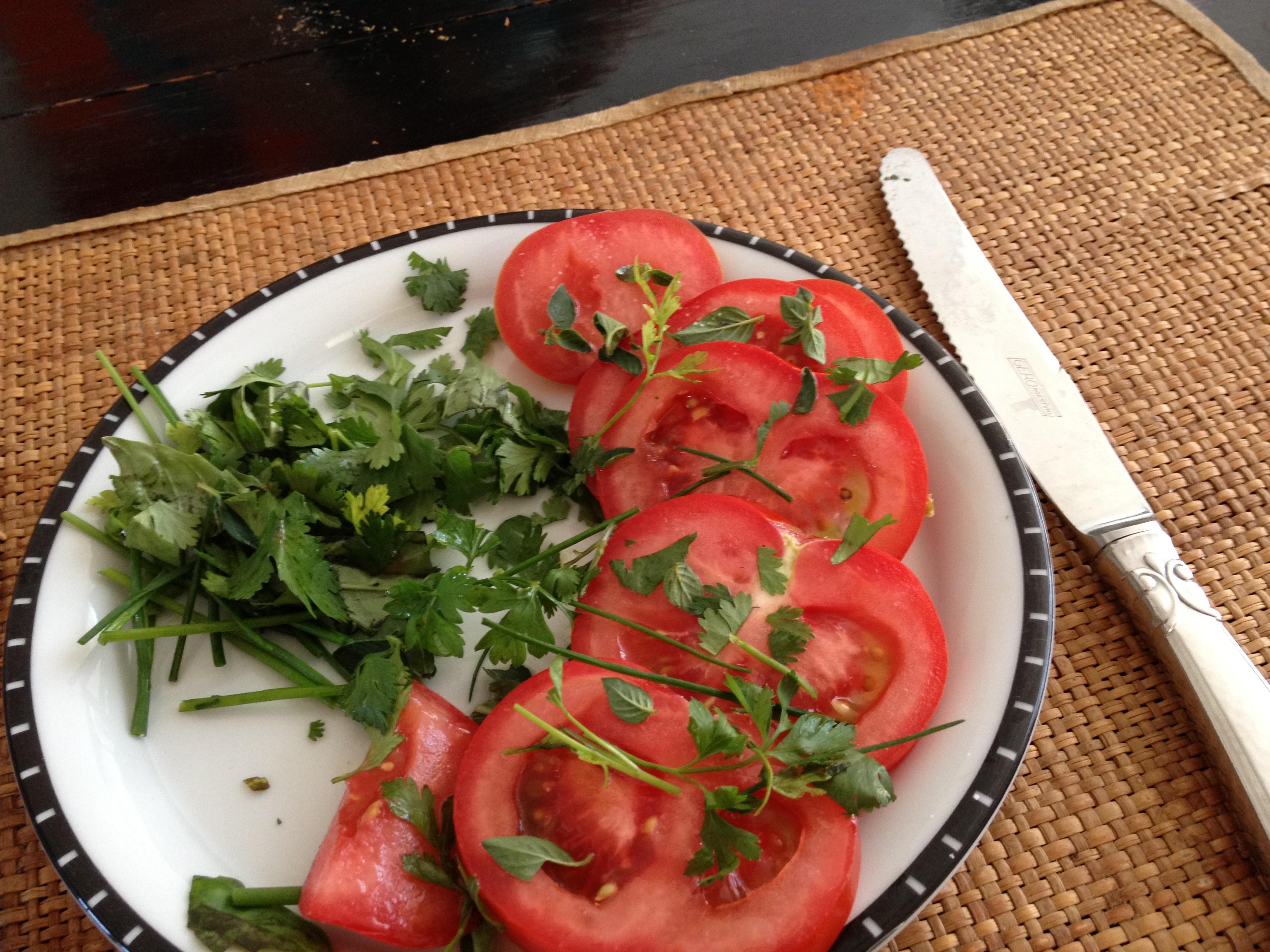 Kruidensalade met tomaat