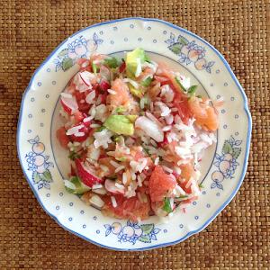 lauw warme rijstsalade met zalm en grapefruit